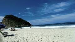 sozinhos (luyunes) Tags: leme riodejaneiro praia mar solidão solitário companhia motoz luciayunes