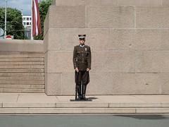 26 giu 2017 - Riga - Monumento alla libertà (4) (Thelonelyscout) Tags: riga lettonia latvia blackheads three brothers