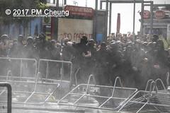 Protest gegen G20 - Blockadeaktionen: Colour the red zone - 07.07.2017 - Hamburg - IMG_2265 (PM Cheung) Tags: schulterblatt plünderungen g20 hamburg welcometohell demonstration schwarzerblock protest g20summit krawalle ausschreitungen umsganze colourtheredzone shutdownthelogisticsofcapital polizei kundgebung fischmarkt roteflora schanzenviertel pmcheung wasserwerfer blockaden räumpanzer 2017 demo mengcheungpo gewerkschaftsprotest tränengas facebookcompmcheungphotography g20gegner 07072017 krisenpolitik blockupy hansestadt hartmutdudde polizeirepression camp kapitalismus usk partypolizei pomengcheung antikapitalismus g202017 gipfelgegner blockadeaktionen grosdemonstration gipfelprotest hamburgermesse donaldtrump angelamerkel euflüchtlingspolitik kurden türkei interventionistischelinke grenzenlosesolidaritätstattg20 grosdemonstrationgegeng20 landungsbrücken millerntorplatz hamburgaltona altona pferdemarkt