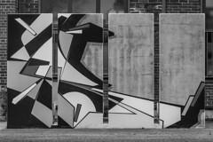 Streetart-SW.jpg (NoBudgetPhoto.de) Tags: beton streetart grafik art kunstwerk