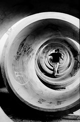 Graffiti Pier_021_01 (mujetdebois) Tags: 35mm ifordfp4125 graffitipier analogphotography biancoenero blackandwhite blackandwhitephotography filmisnotdead filmlives filmphotography graffiti halideproject monochrome negroyblanco noirblanc schwarzundweis streetart черноеибелое