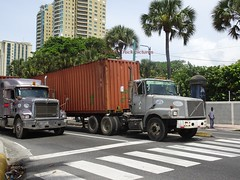International and a Volvo (RD Paul) Tags: internationalandavolvo truck camion dominicanrepublic repúblicadominicana santodomingo trucks camiones