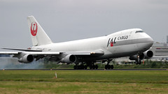 JAL Cargo 747-200F. (spencer.wilmot) Tags: ja8171 jal jl jljal japanairlines crest jalcargo ams kaagbaan eham schiphol holland netherlands landing touchdown jet jetliner jumbo jumbojet doubledecker classic boeing b747 747 747200 b747f 747f 742 b742 742f 747246f aviation plane aircraft airplane airliner airport arrival approach longhaul heavy huge widebody civilaviation commercialaviation cargo freighter freight smoke flare quad queenoftheskies runway morning