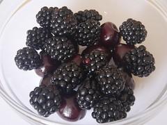 black magic (GüF) Tags: postfocus stacking blackberries brombeeren süskirschen lumixgx80