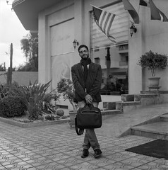 Khalid (Paysage du temps) Tags: 2017 20170312 film hp5 ilford rolleiflex zeissplanar80mm maroc morocco marrakech portrait khalid cinema
