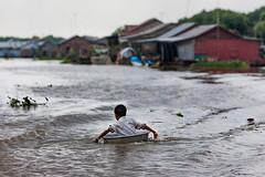 Tonle Sap river (Cambodia) (www.monoeil.net) Tags: cambodge cambodia cambodgien cambodian tonlesap river rivière child enfant pierreyvessulem