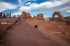Delicate Arch Lineup (Wizum) Tags: 2017 archesnationalpark moab utah desert hike hiking landscape nature usa delicatearch arch behindthescenes