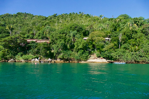brazil-paraty-casa-cairucu-approach-copyright-pura-aventura-thomas-power