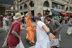 London Ratha Yatra 2017 - Sunday 18th June - Hyde Park Corner to Trafalgar Square - IMG_3396 (DavidC Photography 2) Tags: hare krishna krsna temple london england uk iskcon internationalsocietyforkrishnaconsciousness international society for consciousness spring sunday 18 18th june 2017 ratha yatra rathayatra rath festival chariots jagannath baladeva subhadra 49th 49 hyde park corner trafalgar square piccadilly circus rathayatracouk wwwrathayatracouk ratheatra cart chariot rathas carts national gallery st martininthefields lion statue statues fountains nelsons column streets procession carnival free vegetarian food prasadam