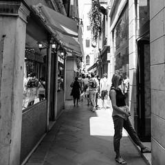 53i60617 (photo & life) Tags: italia italie ville city venise street streetphotography humanistphotography photography photolife™ noiretblanc blackandwhite fujifilm fujinon fujinonxf14mmf28r 14mm squareformat squarephotography jfl europe women beauty