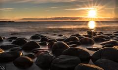 Utakleiv Beach midnight sun (schda22) Tags: norge norway norwegen utakleiv beach strand sonne sonnenuntergang midnight sun mitternachtsonne stein wasser canon langzeitbelichtung longexposure
