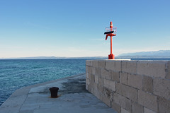 D71_6484A (vkalivoda) Tags: duba trpanj croatia red maják lighthouse sea cliff seaside landscape