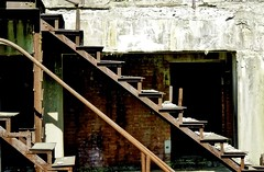 Fort Washington National Park Apr 16, 2017, 9-019_sharing (krossbow) Tags: abandoned adjutantgeneralschool architecture battery batterydecatur concrete defense derelict endicottsystem fortwarburton fortwashington fortwashingtonnationalpark frühling iron maryland nationalparkservice photolemur princegeorgescounty spring stairs steps war