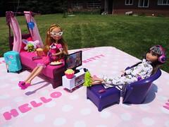 Barbie furniture (flores272) Tags: mattel barbie barbiebed barbiepurplebed everafterhigh barbiehomebedroomset barbiehome 2006barbiehome 2006barbiebed ashlynnella hood cerisehood outdoors dollfurniture barbiefurniture barbiemovienight bratzclothing dollclothing barbiepurplefurniture bratzecafe bratzlifestyleecafe bratzlifestyle