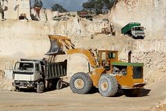 Michigan 275B - Leyland Cruiser (Falippo) Tags: shovel quarry clark275b clarkmichigan palagommata cava truck lorry lkw leyland steinbruch tipper wheelloader malta maltatruck