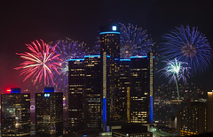 Ford Fireworks - 6-26-17 (ÜℝℬⒶÑ Š№Θρ) Tags: fordfireworks detroit mi rencen gmbuilding