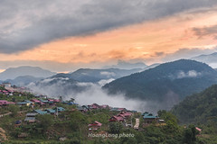 File330.0617.Nậm Bục.Mường Tè.Lai Châu (hoanglongphoto) Tags: asia asian vietnam northvietnam northwestvietnam landscape scenery vietnamlandscape vietnamscenery vietnamscene village villagemountainousatvietnam morning sunrise sky cloud clouds mountain flanksmountain house homes sierra valley hdr canoneos1dsmarkiii canonef50mmf12lusmlens tâybắc laichâu mườngtè nậmbục phongcảnh bảnlàng phongcảnhtâybắc bảnlàngtâybắc núi sườnnúi dãynúi nhà nhữngngôinhà buổisáng bìnhminh bầutrời bảntáiđịnhcư táiđịnhcưthủyđiệnlaichâu
