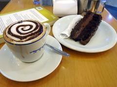 Cappuccino, winter's friend - DSC01399 (Dona Minúcia) Tags: art food coffee table cup cake cappuccino arte café mesa winter frio inverno cold bolo fatia comida alimento