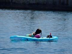 A visitor. (Ia Löfquist) Tags: crete kreta beach strand sea hav child barn swim bada play leka leker summer sommar ierapetra