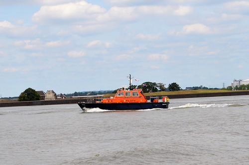 tilburyferry gravesendferry thames crossing pilot boat