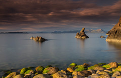A Wester Ross Seascape. (Gordie Broon.) Tags: seascape westerross mellonudrigle opinan laideaultbeapeninsula seastack scotland schottland eveninglight ecosse paysagemarin poolewe aultbea escocia benmorecoigach scozia scottishwesternhighlands szkocja caledonia gordiebroonphotography suilven quinag rocks boulders seestuck zeegezicht gairloch collines colinas heuvels summer 2017 june theminch sky clouds le ocean longexposure canon5dmklll canon1635f4l haida10stopfilter geotagged