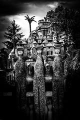 palais (Laurent Hutinet) Tags: nb noiretblanc eos550d canoneos550d statue