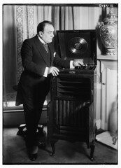 Caruso with phonograph (LOC) (The Library of Congress) Tags: libraryofcongress dc:identifier=httphdllocgovlocpnpggbain29837 xmlns:dc=httppurlorgdcelements11 enricocaruso caruso