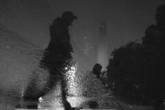 (Claudio Blanc) Tags: street streetphotography silueta silhouette silhoutte bw buenosaires bn blackandwhite blancoynegro night nocturna noche argentina rain lluvia