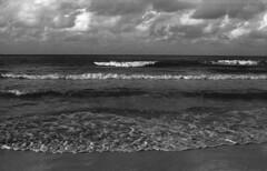 (Armin Schuhmann) Tags: 2008 nikon nikkor 24mm f28 ai wideangle prime manual vintagecamera vintage old orangefilter o56 kodak d76 scan selfdeveloped shootfilm schwarzweiss sw sky schwarzundweiss schwarzweis seascape seaside outdoors ocean oceanside water waves filmisnotdead filmphotography filmscan filmphoto film filme ishootfilm pelicula believeinfilm buyfilmnotmegapixels bw blackandwhite blackwhite negative nature natural longlivefilm landscape beach clouds argentique analogic analog analogo cuba varadero monochrome monochrom