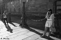 Hunted hunter. Cazador cazado (A. Muiña) Tags: callejera personas people social strreet photography fotografía piedra stone monumento monument blancoynegro wb nikon nikond800 urbana