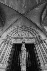 Sainte Chapelle - Pórtico (Juan Ig. Llana) Tags: paris îledefrance francia saintechapelle santacapilla vidrieras luz color arquitectura gótico pórtico estatua vidriera jesucristo irix15mm