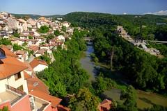 Veliko Tarnovo (Bulgaria) (alfonsocarlospalencia) Tags: veliko tarnovo bulgaria casas colgadas río naturaleza verde balcanes tracios levas paraíso edén vergel historia paz belleza maravilla viaje sueño sombras puentes