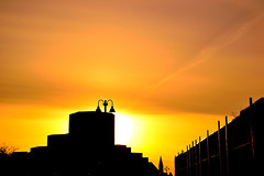 The Golden Rise. (Photolove2017) Tags: photolove2017 tiaphoto nikondx nikon ottawagatineau quebec boulevard portage light sunrise sun sky silhouettes nature interprovincial hull