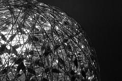 Artistique luminaire en noir et blanc (Tiolu.) Tags: luminaire artistique nb noiretblanc