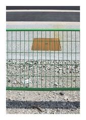 Rostschutzgitter / Anti-Rust Barrier (bartholmy) Tags: bordeaux france gitter absperrgitter raster barrier grille gullydeckel manholecover rost rust schotter kies gravel gehweg sidewalk asphalt tarmac strasenmarkierung streetmarking minimal minimalism minimalismus minimalistisch abstrakt abstract