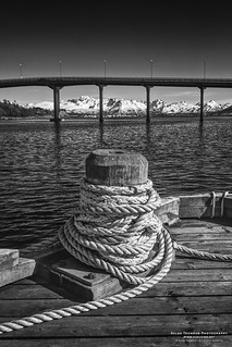 Wooden bollard at Stokmarknes quay