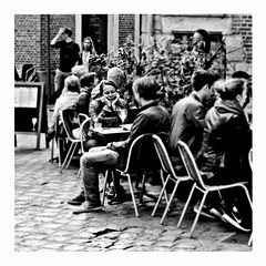 i go to sleep (japanese forms) Tags: ©japaneseforms2017 ボケ ボケ味 モノクロ 日本フォーム 黒と白 bw blackwhite blackandwhite blancoynegro bokeh candid igotosleep monochrome random raydavies schwarzweis square squareformat strasenfotografie straatfotografie streetphotography thepretenders vlaanderen zwartwit