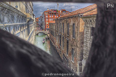 Bridge of Sighs (Ponte dei Sospiri), Venice (Pedro Nogueira Photography) Tags: pedronogueiraphotography pedronogueira photography veneza venezia venice water architecture mobilephone iphone5 telemóvel iphoneography pontedossupiros pontedeisospiri bridgeofsighs palazzoducale paláciodosdodges doge'spalace riodipalazzo