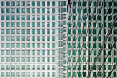 Green (Sean Batten) Tags: london england unitedkingdom gb canarywharf docklands eastlondon reflection city urban nikon df 58mm architecture windows building glass steel onecanadasquare