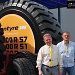 Представители Поволжской шинной компании презентуют шину Bontyre в размере 33.00 R-51