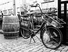 Bike concept (@acastellonm) Tags: sweden suecia gothenburg gotemburgo goteborg white black bici bicicleta bike barril