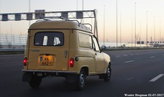 Renault 4 F4 1987 (XBXG) Tags: vk662t renault 4 f4 1987 renault4 r4 quatrelle 4l 4f4 r4f4 jaune yellow van utilitaire bestel wagen bestelwagen bestelbus fourgonnette a1 muiden nederland holland netherlands paysbas vintage old classic french car auto automobile voiture ancienne française vehicle outdoor dusk twilight schemering