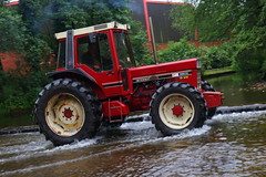 IMG_0442 (Yorkshire Pics) Tags: 1006 10062017 10thjune 10thjune2017 newbyhalltractorfestival ripon marchofthetractors marchofthetractors2017 ford fordcrossing river rivercrossing tractor tractors farmingequipment farmmachinery agriculture yorkshire northyorkshire