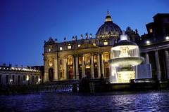 Piazza San Pietro, Roma (CloudPhotoz) Tags: piazza pietro pierre san saint place architecture architectural night nuit street rue urbain urban