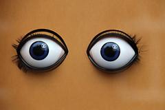 Eyes (just.Luc) Tags: eyes ogen yeux auge shop winkel magasin geschäft etalage shopwindow louisvuitton yellow geel jaune gelb