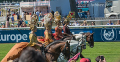 Réunion du Prix de Diane 2017 (louis.labbez) Tags: juin 2017 sport diane spectacle horse hippodrome chevaux cheval chapeau chantilly course race labbez hipique hautsdefrance france élégant élégance femme cavalière robe piste