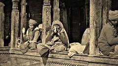 """NEPAL, Pashupatinath, Zu den Hindutempeln und Verbrennungsstätten,  Eine fremde Welt, serie ,  16320 (roba66) Tags: blackwhite bw sw branco negro blackandwhite blancoenero blancoynegro monochrome byn bretoebranco einfarbig schwarzweis roba66 reisen travel explore voyages visit urlaub nepal asien asia südasien kathmandu pashupatinath """"pashu pati nath"""" """"pashupati """"herr alles lebendigen"""" tempelstätte hinduismus shivaiten tempel verehrungsstätte shiva tradition religion menschen people leute frau woman portrait lady portraiture"""
