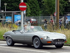 Jaguar E-type V12 roadster 1974 (Ardy van Driel) Tags: 49yb84 car cabrio softtop
