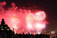 4th of July 2017 Macy's Fireworks-97 (Diacritical) Tags: brooklyn nycmacys nikond4 pattern 70200mmf28 25secatf71 july42017 85503pm f71 195mm 4thofjuly fireworks macysfireworks nyc night skyline