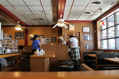 Breakfast At Daley's (Flint Foto Factory) Tags: chicago illinois urban city summer july 2017 woodlawn neighborhood southside daleys restaurant since 1918 809 e63rdst 63rd cottagegrove intersection delicious food institution greenline cta chicagotransitauthority terminal point endoftheline station stop